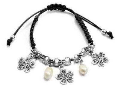 Bracelet breloques cordon tisse noir perles