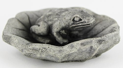 Frog on Lily Pad Garden Frog Concrete Garden Statues Cement Toad Figurine Cast Stone Figure Frogs Sculptures