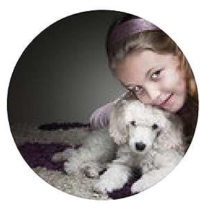 alfombrilla de ratón Niña linda que presenta con su perrito - ronda - 20cm