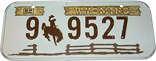 Vintage 1982 Honeycomb Cereal Wyoming License Plate Stamped Tin Bicycle Accessory Toy ()