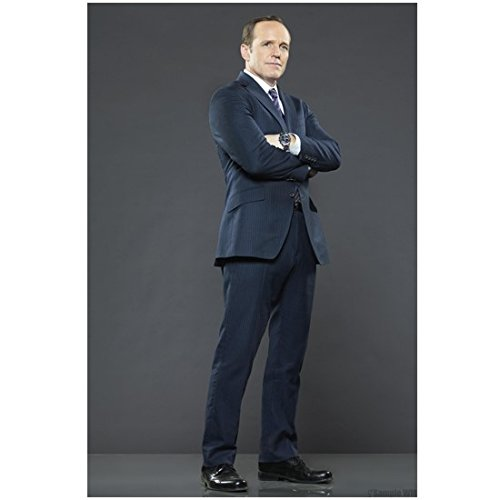 agents-of-shield-tv-series-2013-8-inch-x-10-inch-photo-clark-gregg-phil-coulson-arms-crossed-pose-1-