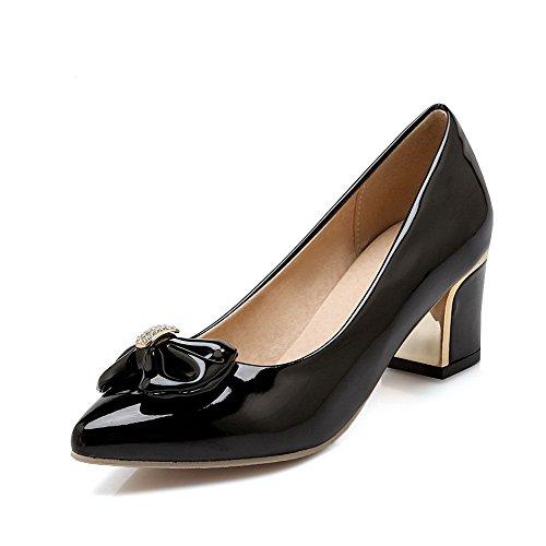 Allhqfashion Womens Spitse Gesloten Teen Kitten-hakken Lakleder Stevige Pull-on Pumps-schoenen Zwart