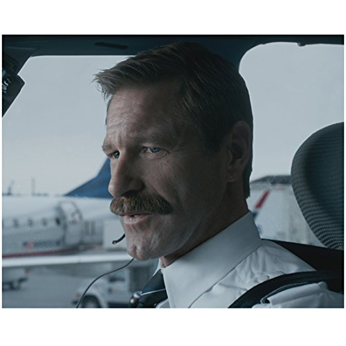 Sully Aaron Eckhart as Jeff Skiles Co-Pilot on Plane 8 x 10 Inch Photo
