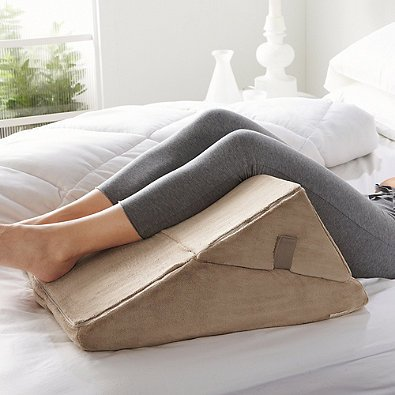 amazoncom brookstone 4in1 bed wedge multiuse support pillow adjustable design home u0026 kitchen