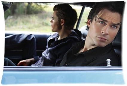 Stefan y Damon Salvatore de crónicas vampíricas fundas de almohada personalizada funda de almohada Funda de cojín 20 x 30 (dos lados por fundas de almohada: Amazon.es: Hogar