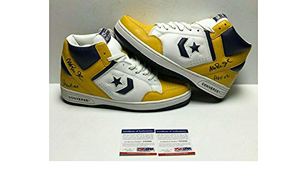 sorpresa entusiasmo Desgracia  Amazon.com: Magic Johnson Signed Converse Weapon Basketball  Shoes