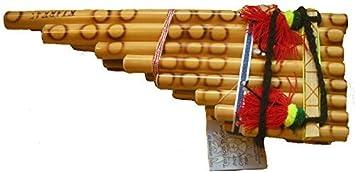 Flauta de tubo tradicional feria boliviana 15 de Pan de La Paz