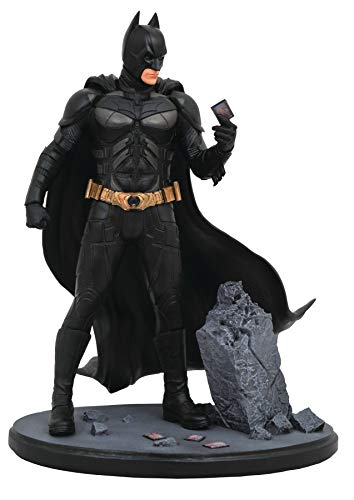 (DIAMOND SELECT TOYS DC Movie Classic Gallery: The Dark Knight Batman PVC Diorama Figure)