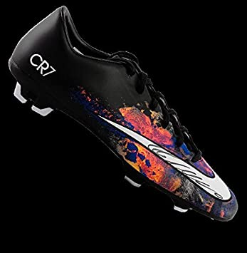 fe7ec69ef4a Cristiano Ronaldo Autographed Black Nike Mercurial Victory V CR7 Boot Icons  - Autographed Soccer Cleats  Amazon.ca  Sports   Outdoors