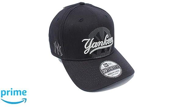 3df6b18a972 Amazon.com  Oakley New York Yankees New Era MLB Core Classic 39THIRTY Cap  Jet Black Size M L  Clothing