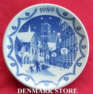 1989 Royal Copenhagen Miniature Plate -- Christmas In Ribe Town