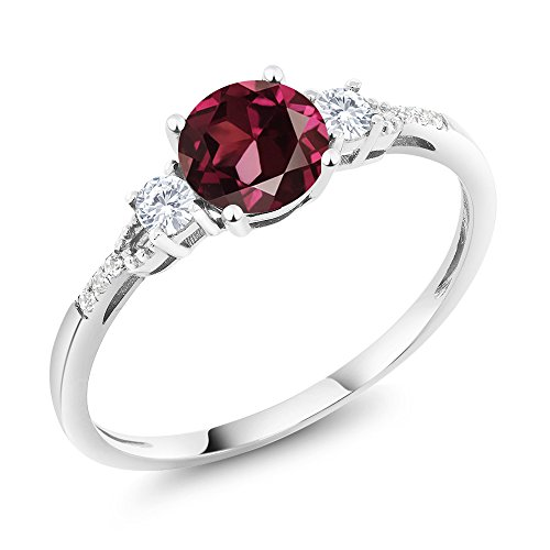 Gem Stone King 10K White Gold Diamond Accent 3-stone Engagement Ring set with Red Rhodolite Garnet White Created Sapphire 1.15 cttw (Size 7)