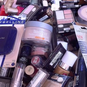 Maybelline Makeup Cosmetics Assorted Mixed Lot - (200Pcs) by Maybelline New York (Image #2)