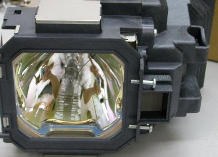 (AuraBeam Replacement Lamp for Sanyo POA-LMP105 with Housing)