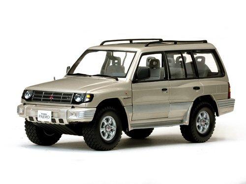 1998-mitsubishi-montero-long-35-v6-sudan-beige-metallic-1-18-by-sunstar-1227