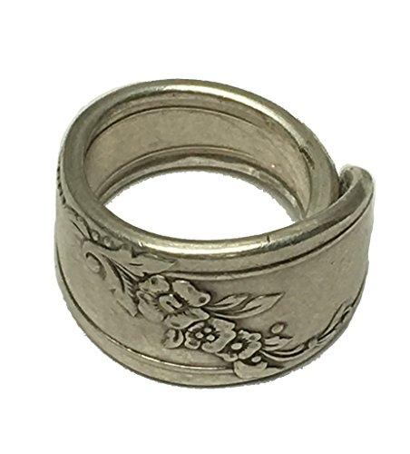 - Two Carters & Co Spoon Ring 1946 Queen Bess II Size 7-9 Oneida Tudor Silverplate