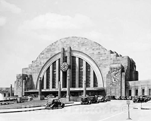 Cincinnati Union Terminal - Restored Black & White Photo - Historic Cincinnati, Ohio - Union Terminal, c1933-14in x 11in