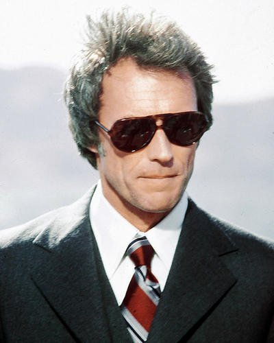 CLINT EASTWOOD 10 x 8 en gafas de sol y Suit the Enforcer ...