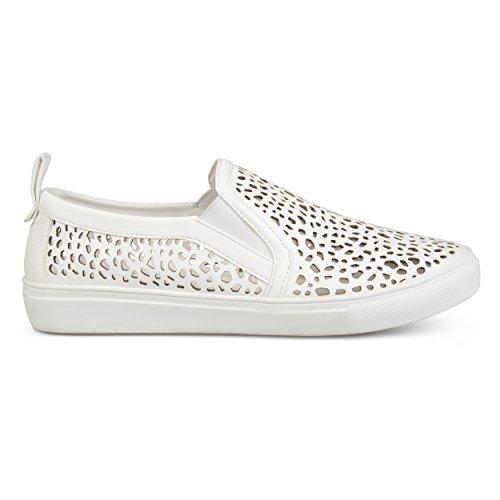 Brinley Co Dames Kunstleer Pull-on Laser Gesneden Sneakers Wit
