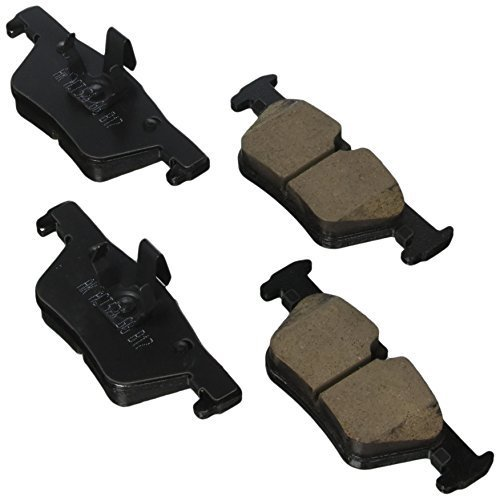 (Akebono EUR1613 Ultra premium Brake pad Set)