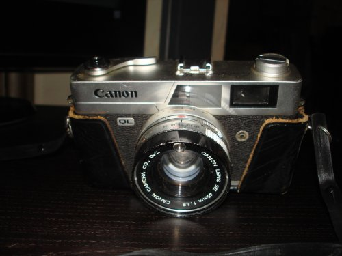 CANON CANONET QL19 35mm Rangefinder Camera w/leather case