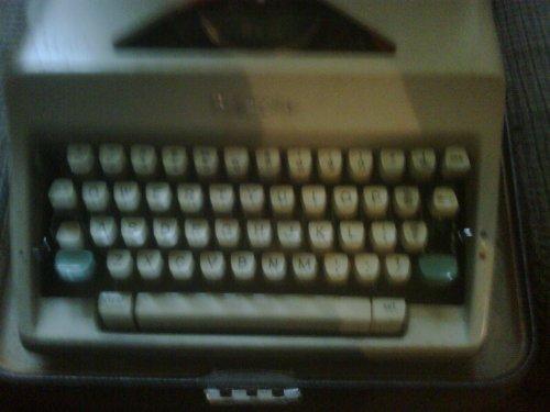 vintage manual typewriter - 8