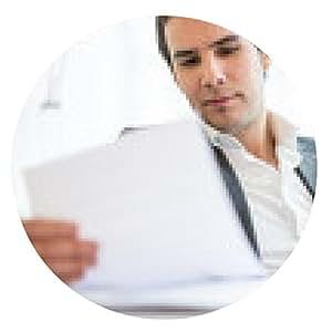 alfombrilla de ratón El hombre de negocios que repasan documentos en su mesa - ronda - 20cm