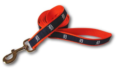 Dog Dugout Pet Jacket - MLB Detroit Tigers Reflective Dog Leash, Medium/Large