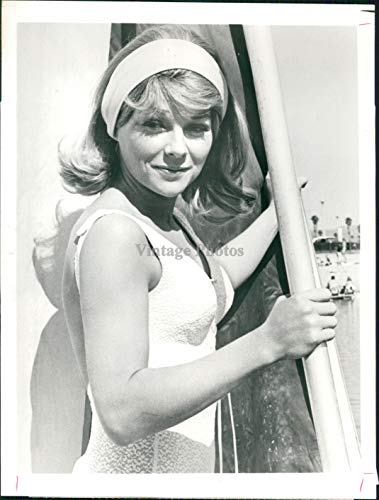 Vintage Photos 1973 Press Photo Actress Joanna Moore CBS Countdown Astronauts Wife Movie 7X9