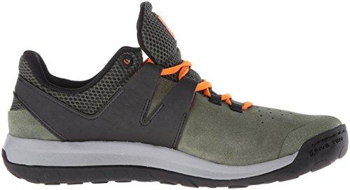 Cinq Chaussures Dapproche Dix Hommes Daccès De Base Vert