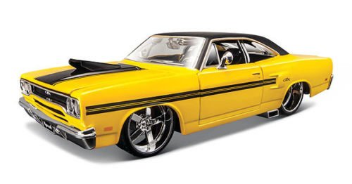 "1970 Plymouth GTX Yellow ""Classic Muscle"" 1/24 by Maisto 31016"