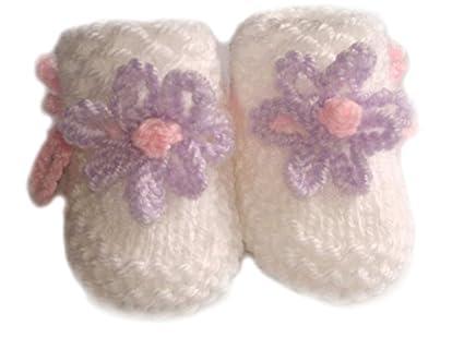 Blanco tejido a mano bebé patucos con LILA/rosa flores - recién ...