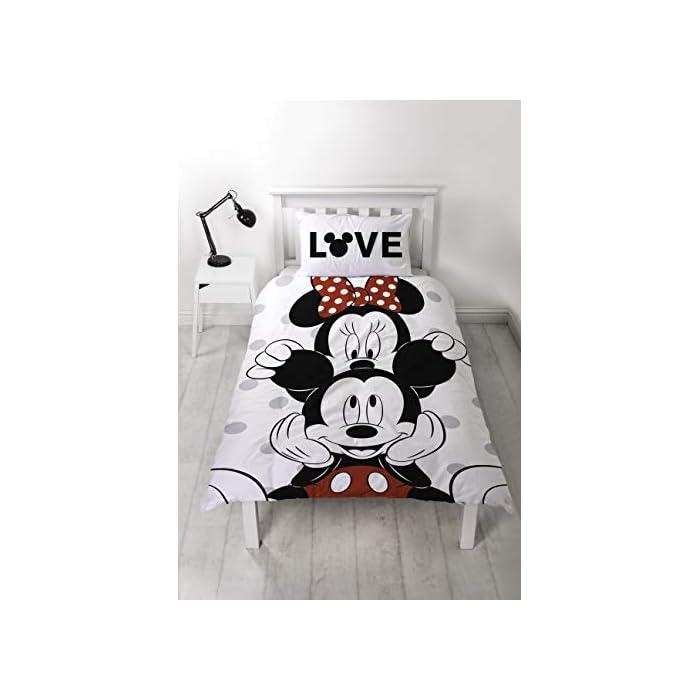 41ZgQkTjG7L Clásico Mickey y Minnie Mouse: A los fans de Mickey y Minnie les encantará este edredón individual divertido y clásico. Este juego es perfecto para todos los fans de todas las edades, con un bonito patrón reversible, realmente son dos edredones en uno. Producto oficial: con la compra de este juego de funda de edredón con funda de almohada a juego se asegura la compra de un conjunto de ropa de cama de alta calidad. Ropa de cama de fácil cuidado: nuestra ropa de cama está hecha de polialgodón supersuave. (50% algodón y 50% poliéster) fácil de lavar (40º C ), de secado rápido, duradero, se puede secar en secadora a baja temperatura y requiere un mínimo planchado.
