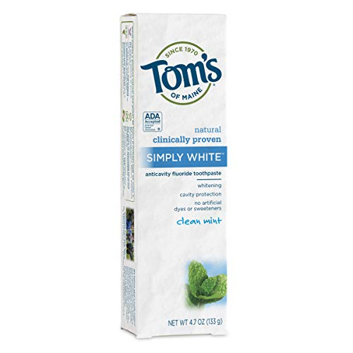 Tom's of Maine Natural Simply White Fluoride Toothpaste, Clean Mint, 4.7 Ounce (Toms Usa Online)