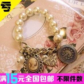 Korean fashion love peach heart clock bracelet mix and match head shape pearl bracelet bracelet New (Spike Clock)
