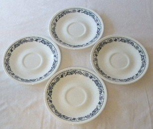 Corelle Old Town (Blue Onion) 4 Saucer Plates for Coffee - Glass Federal Creamer Glass