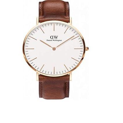 0160df5d155f Daniel Wellington 0106DW Reloj Analógico para Hombre de Cuero Marrón   Amazon.es  Relojes