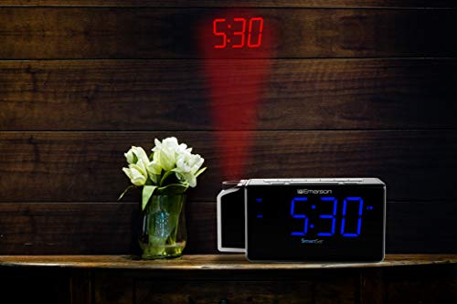 Emerson SmartSet Projection Alarm Clock Radio with USB Charging for Iphone/Ipad/Ipod/Android and Tablets, Digital FM Radio, 1.4 Blue LED Display, 4 level Dimmer, ER100103