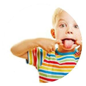 alfombrilla de ratón El niño tira una mueca con la lengua fuera - ronda - 20cm