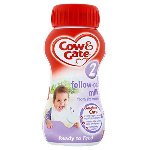 Cow & Gate 2 la leche de continuació n de Seis Meses 200ml (paquete de 12 x 200 ml)