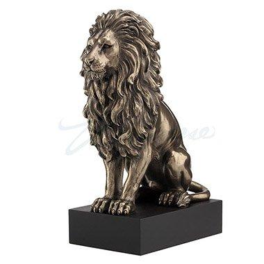 Unicorn Studios WU76813A4 Lion Sitting on the pedestal Veronese