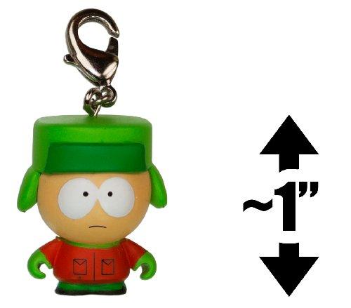 kyle-1-kidrobot-x-south-park-mini-figure-keychain-zipper-pull-02