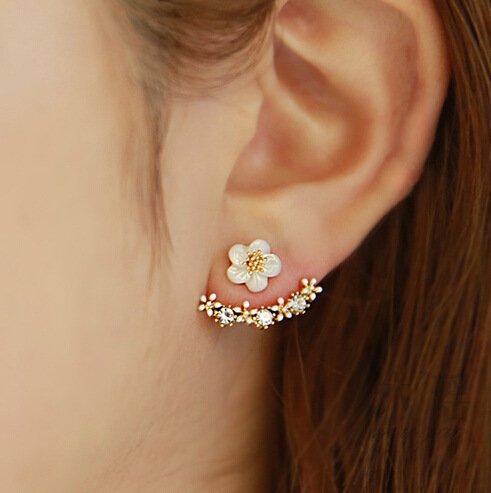 SwirlColor Neue Art-kleine nette Gänseblümchen-Blumen-Bolzen-Ohrringe für UPC Frauen Schmuck Accessoires