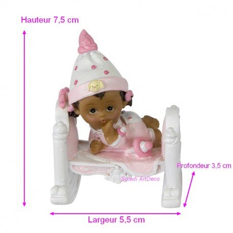 Bébé Fillette de Couleur Noir en Pyjama Rose, 7,5x5,5x3,5cm, Petite Figurine en Résine dans Un Lit avec Tétine Doge