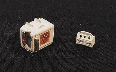 - 7 UP SODA MACHINE AND CASE - JL INNOVATIVE DESIGN HO SCALE MODEL TRAIN ACCESSORIES 733