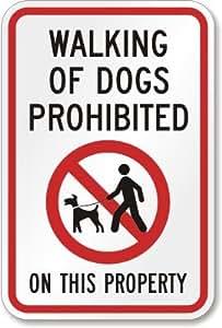 """Caminando de perros prohibido sobre la propiedad (con símbolo) cartel, 18""""x 12"""""""