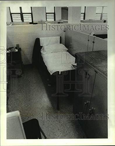 1990 Press Photo Cubicle with a bed at Arthur Kill Correctional Facility