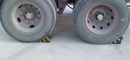 Camper Wheel Chocks >> Rubber Wheel Chock Heavy Duty With Handle Blocks The Tires Of