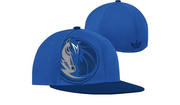 ec1eec7f26c81 Amazon.com   Dallas Mavericks adidas Originals Flat Brim Oversized Logo  Flex Wool Hat   Sports Fan Baseball Caps   Sports   Outdoors