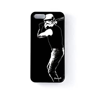 Sport Trooper Carcasa Protectora Snap-On en Plastico Negro para Apple® iPhone 5 / 5s de Gangtoyz + Se incluye un protector de pantalla transparente GRATIS